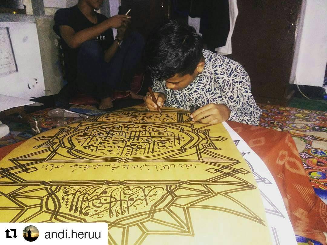 Foto Karya Kaligrafi #Repost @andi.heruu (@get_repost) ・・・ Jangan pernah puas dengan karya mu..kepuas…- kaligrafer Indonesia posting ulang
