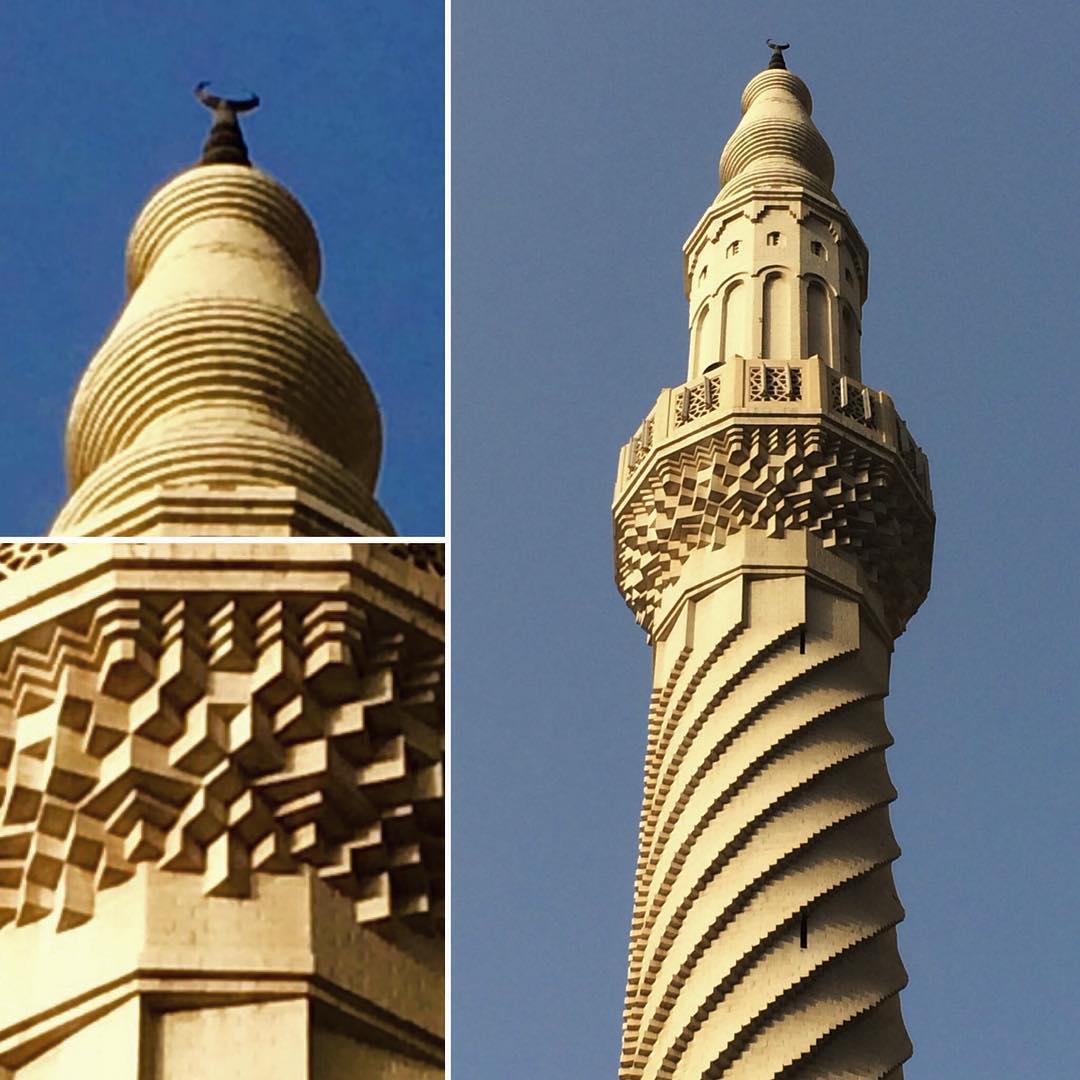 Karya Kaligrafi في مطلع شمس الاثنين اكتشفت هذه المأذنة الأنيقة التي سكنت بقربها ..انتبهت اليها و…- jasssim Meraj