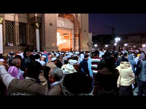 Download Video antrian masuk jamaah di pintu satu masjid nabawi