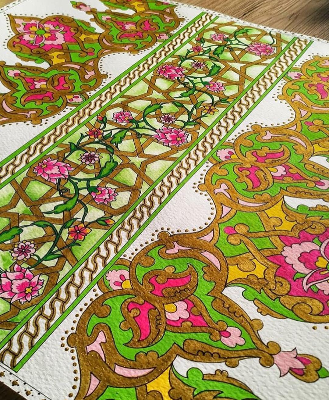 Beautiful mix of patterns and floral motifs By @mandalabyailin =================…