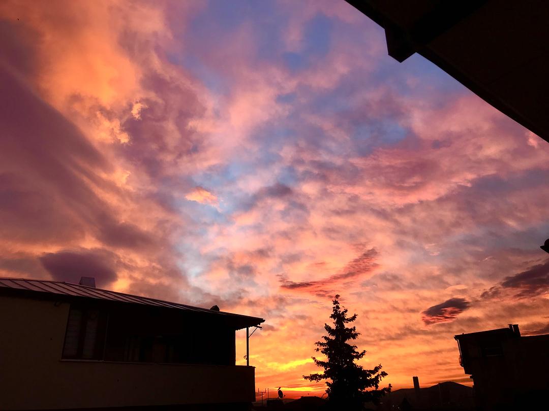 Donwload Photo Kaligrafi Bu sabah gün doğarken ufuktaki renkler büyüleyiciydi. Sadece dakikalar süren bu …- ozcay