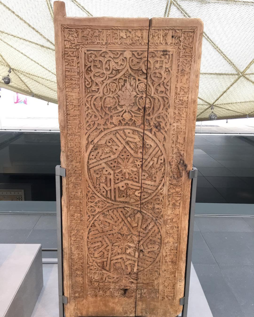Khat Diwani Ajhalawani/Amr باب مزخرف بكتابات ب #الخط_الكوفي وعليه نقشات من الزخرفة النباتية. #متحف_اللوفر … 56