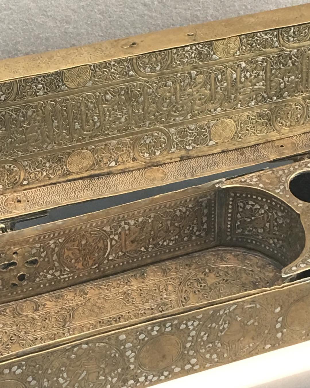 Khat Diwani Ajhalawani/Amr تفاصيل لحافظة الأقلام #متحف_اللوفر #باريس #فرنسا #الخط_العربي… 33