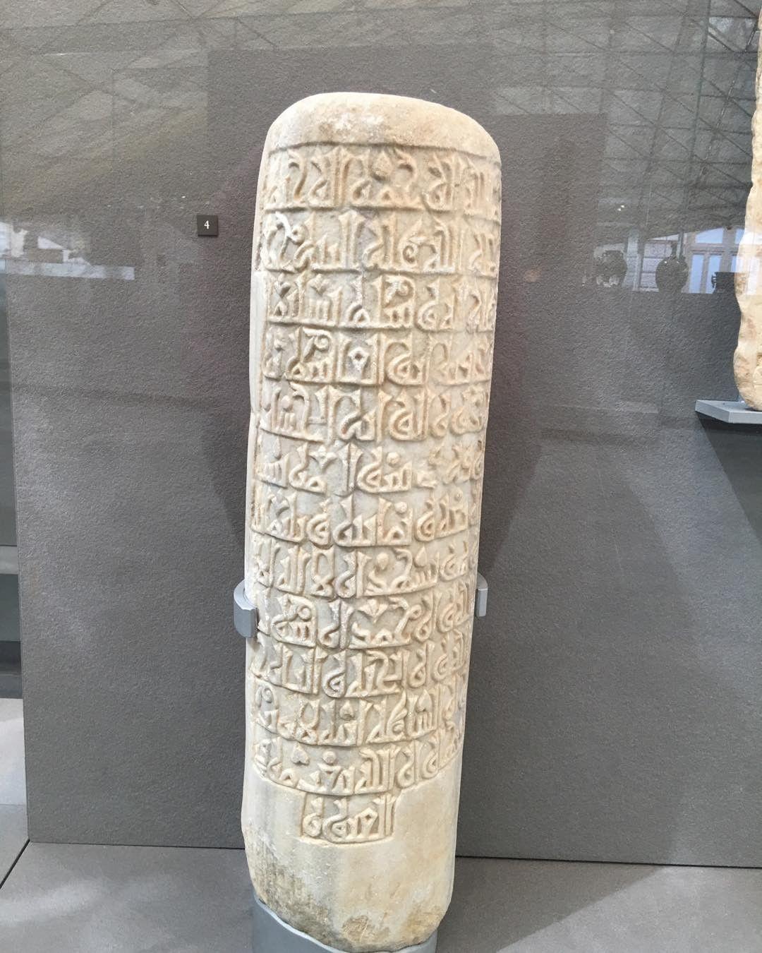 Khat Diwani Ajhalawani/Amr شاهد قبر وجد في تونس في القرن الرابع من الهجرة. #متحف_اللوفر #باريس #فرنسا #الخط… 26