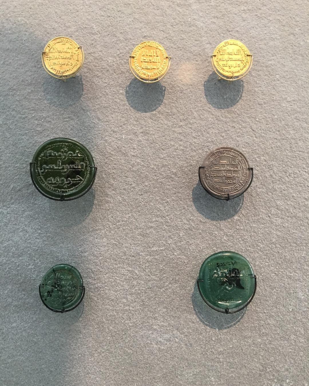 Khat Diwani Ajhalawani/Amr عملات معدنية وجدت في مصر في القرن السابع من الميلاد. #متحف_اللوفر #باريس #فرنسا… 35