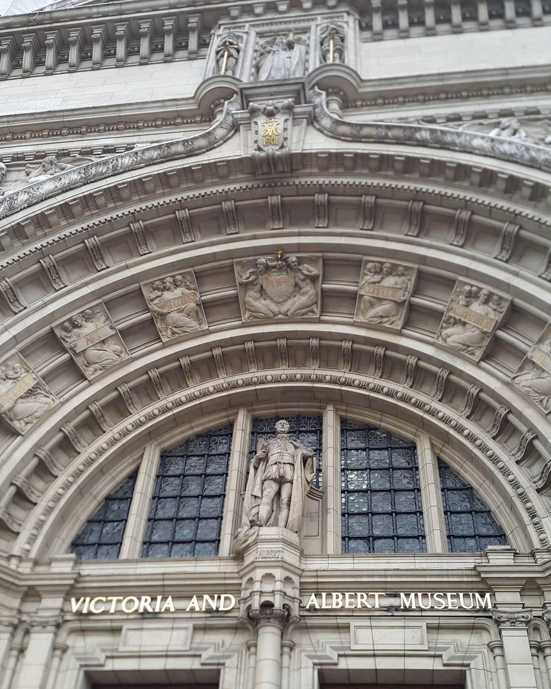 Khat Diwani Ajhalawani/Amr أستعرض معكم في الصور القادمة بعض مقتنيات العصر الإسلامي الذي يخص #متحف_فيكتوريا_… 36
