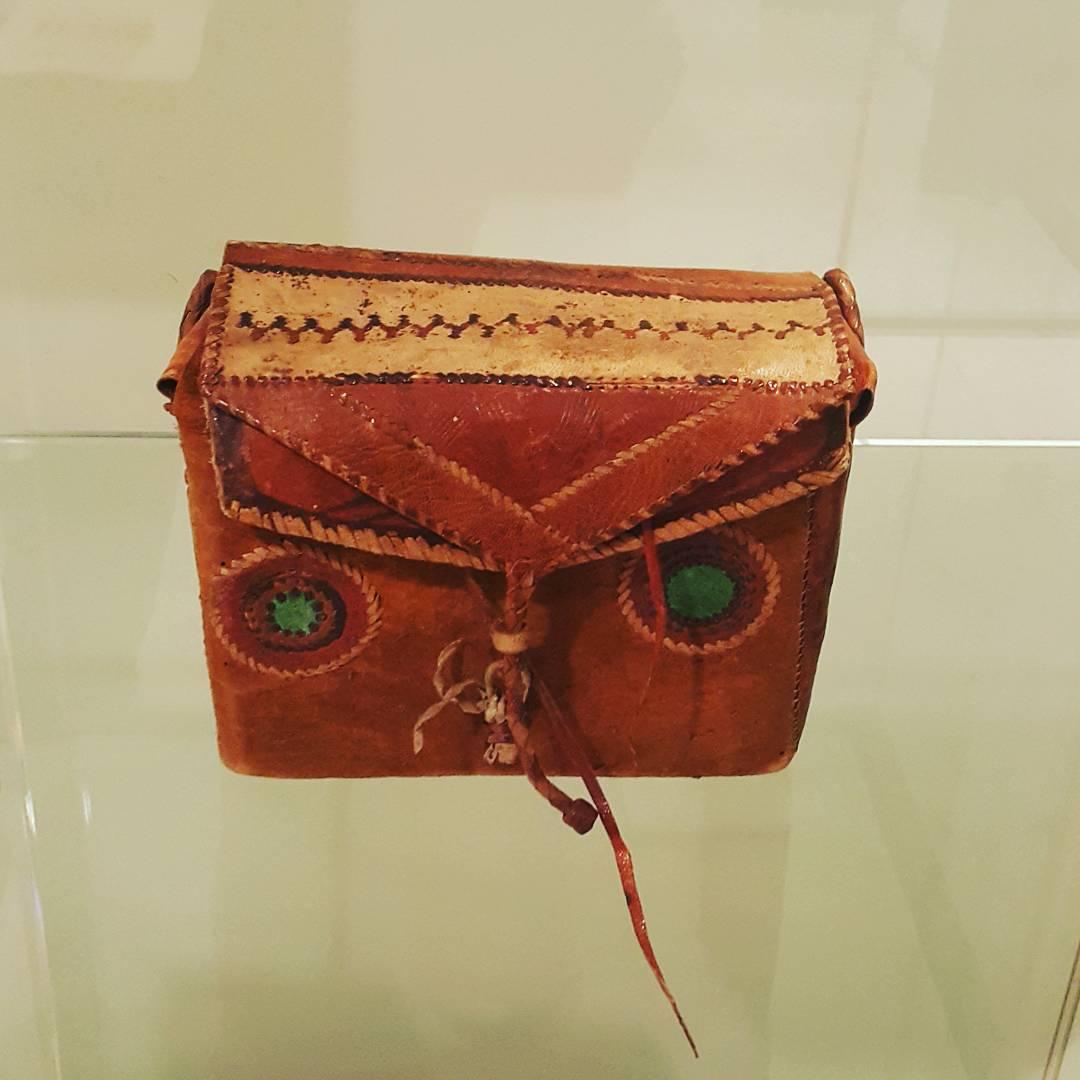 Khat Diwani Ajhalawani/Amr صورة مقربة لحافظة القرآن المحمولة #المتحف_البريطاني  #الخط_العربي... 31 1