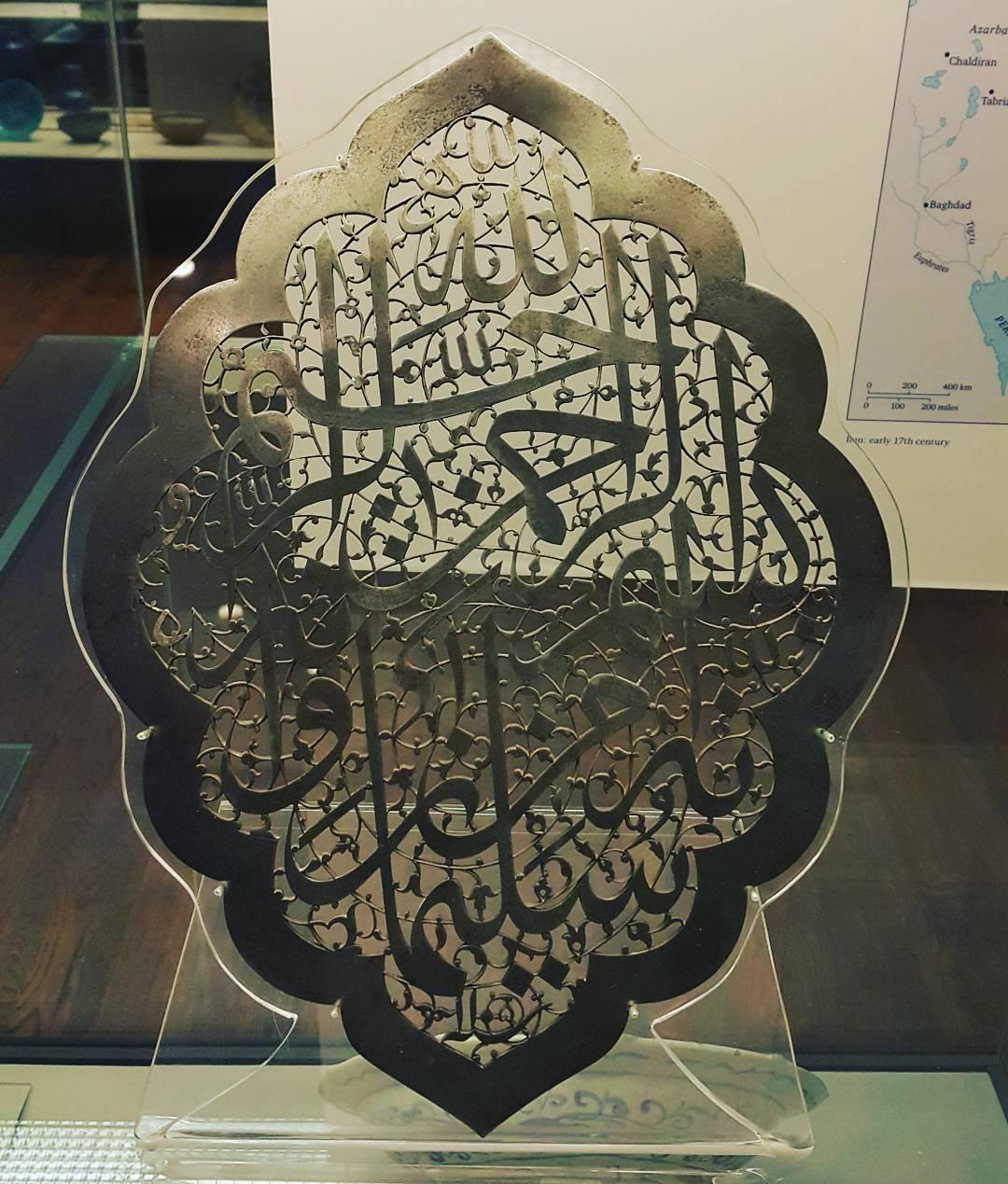 Khat Diwani Ajhalawani/Amr لوحة من الفولاذ (إنه من سليمان وإنه بسم الله الرحمن الرحيم) منفذة ب #خط_الثلث  ا… 59