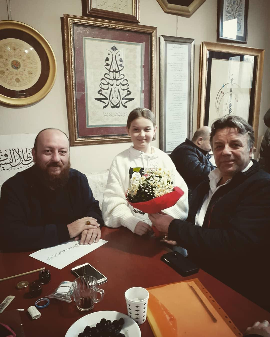 Donwload Photo Bu hafta uzaklardan bir dost meclisimizi şenlendirdi Kazım Hacımeyliç. Hoş safa …- Hattat Mahmud