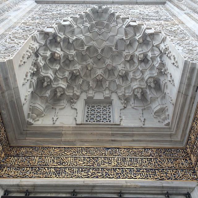Donwload Photo Kaligrafi Bursa Yeşil Camii cümle kapısı kitabe ve mukarnasları من بوابة المسجد الأخضر في …- ozcay