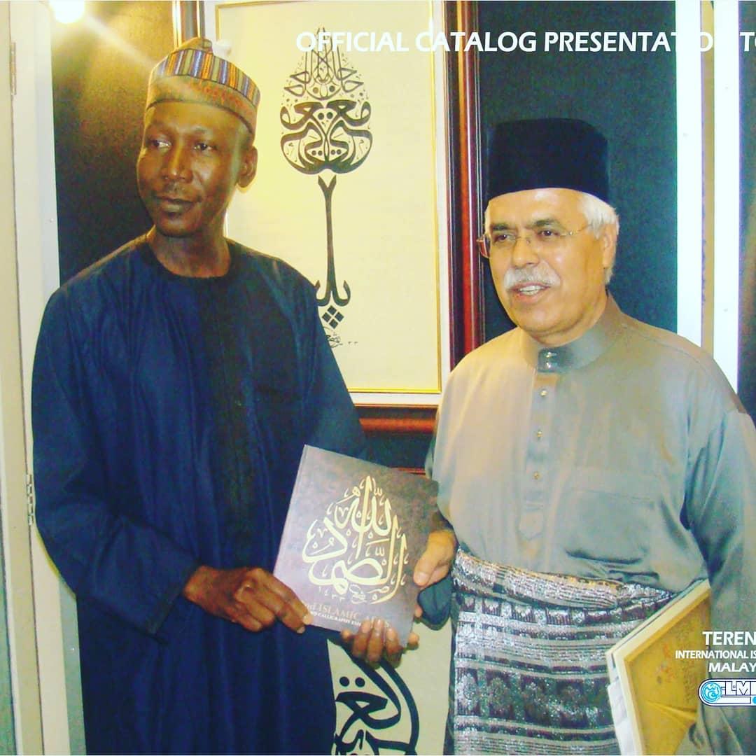 Donwload Photo Khat Unik Official Catalogue presentation of 2nd edition of Nigeria's calligraphy exhibiti… – Yushaa Abdullah