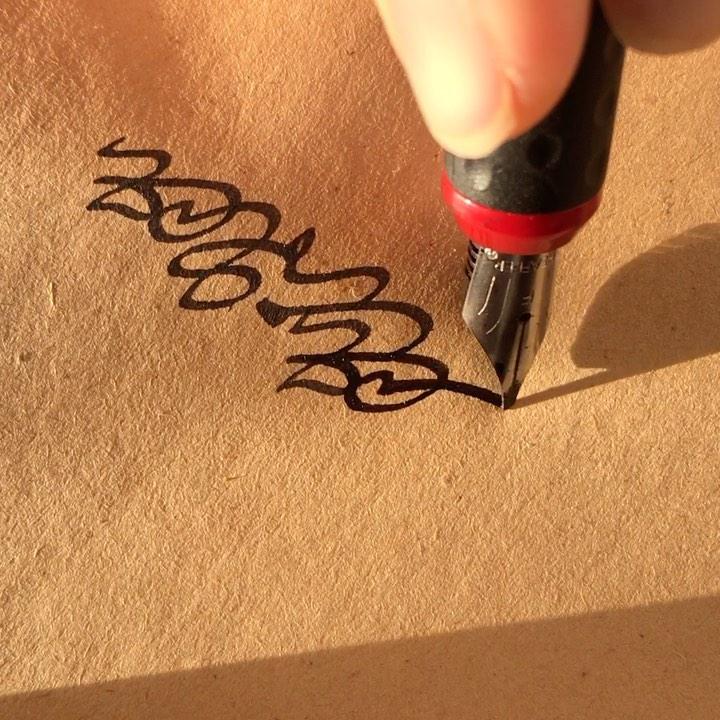Karya Kaligrafi بزوال الشمس .. تكتسى حلل الذهب ..تعتصر لكي تظهر اجمل لحظاتها ..قبيل الوداع .. تد...- jasssim Meraj 1