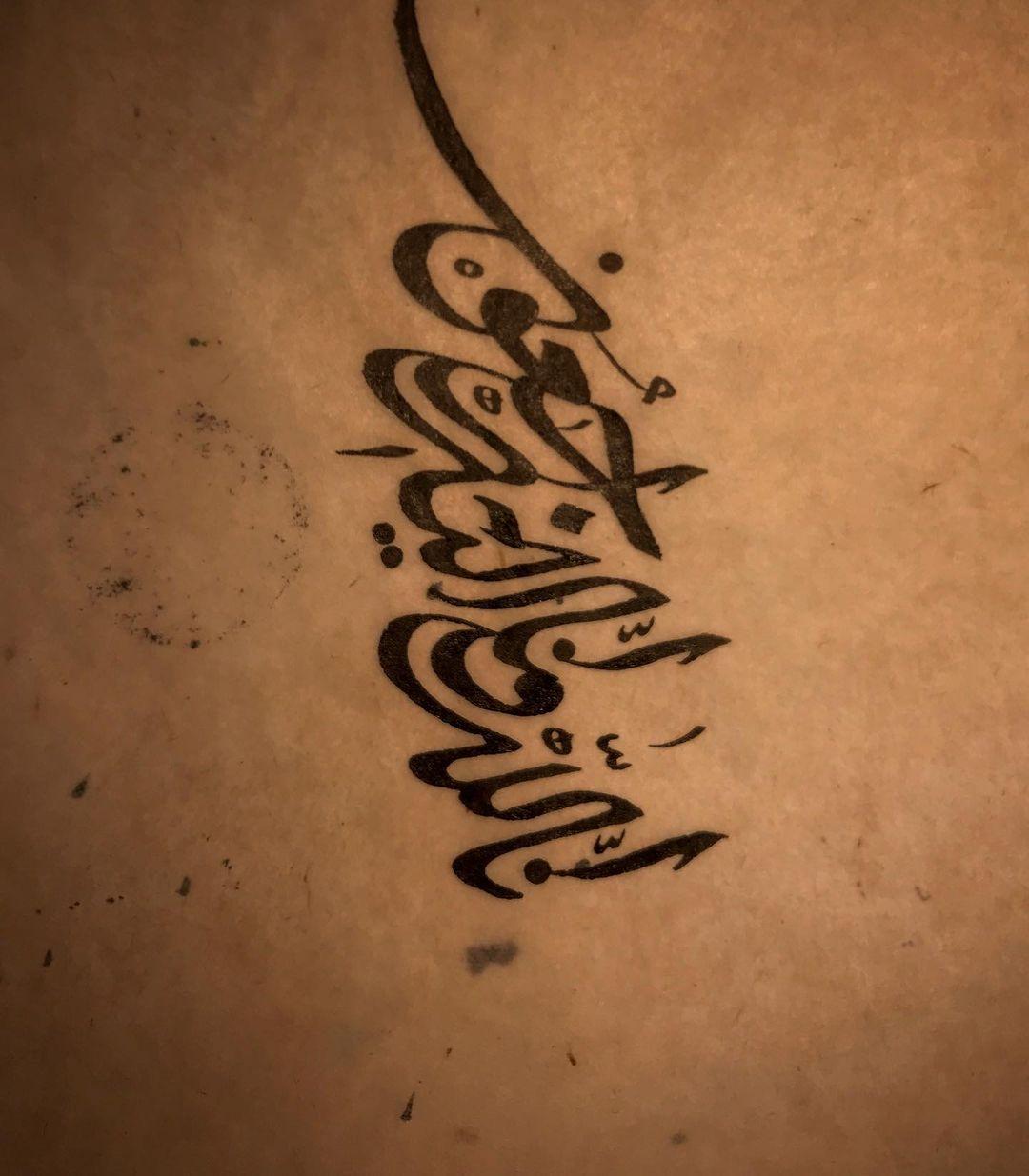 "Karya Kaligrafi قال جل شأنه ""كل نفس ذائقة الموت "" اللهم اغفرله وارحمه .. #امير_الكويت #صباح_ا…- jasssim Meraj"