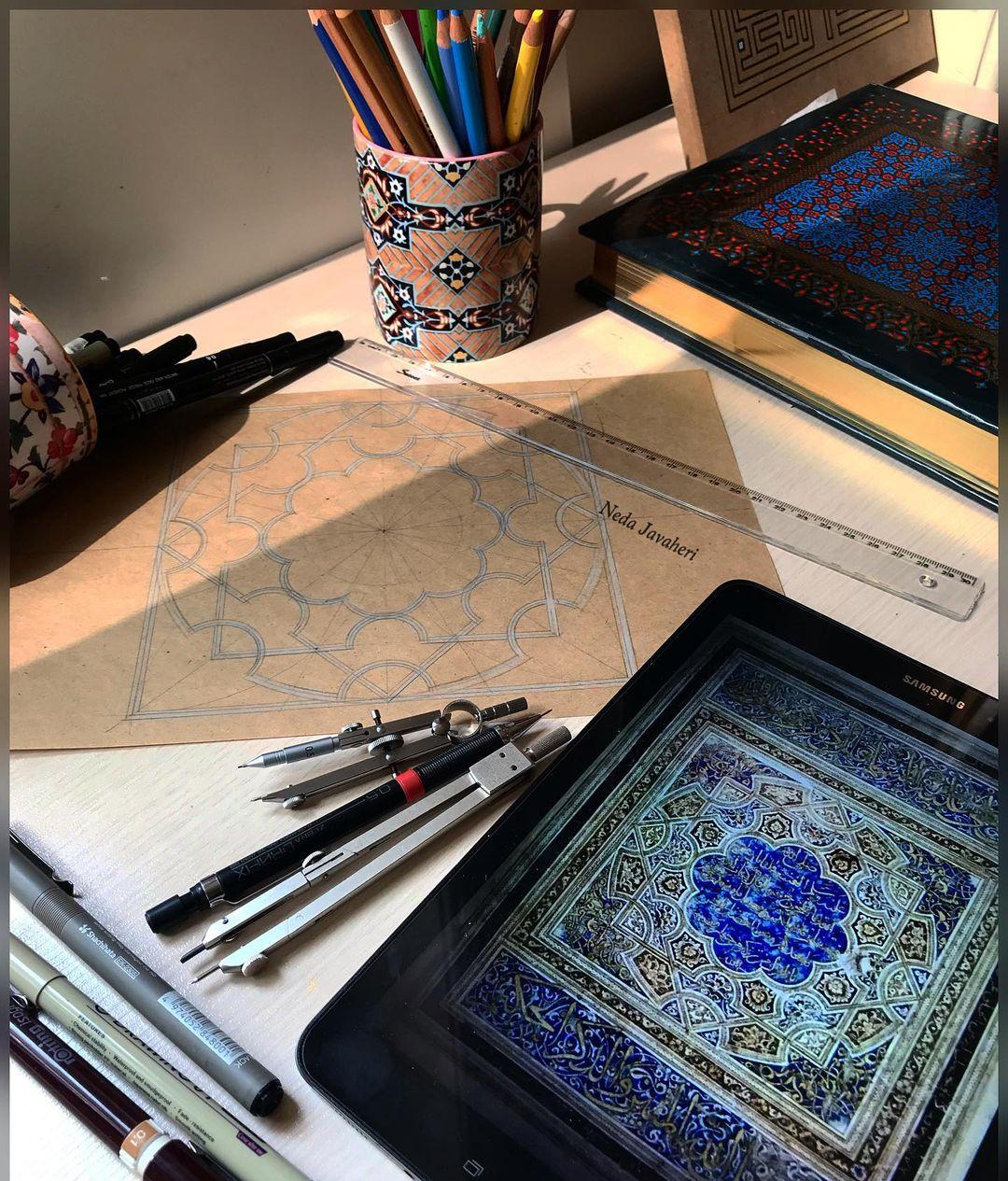 Karya Kaligrafi  آدمی به اشتیاق زندهاست، به اشتیاق دوست داشتن، خواستن، داشتن، به دست آوردن… آ…- Ne Javaher