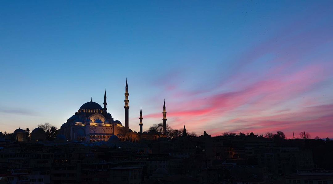 Donwload Photo Kaligrafi #süleymaniye #süleymaniyecamii #suleymaniye #suleymaniyemosque…- ozcay