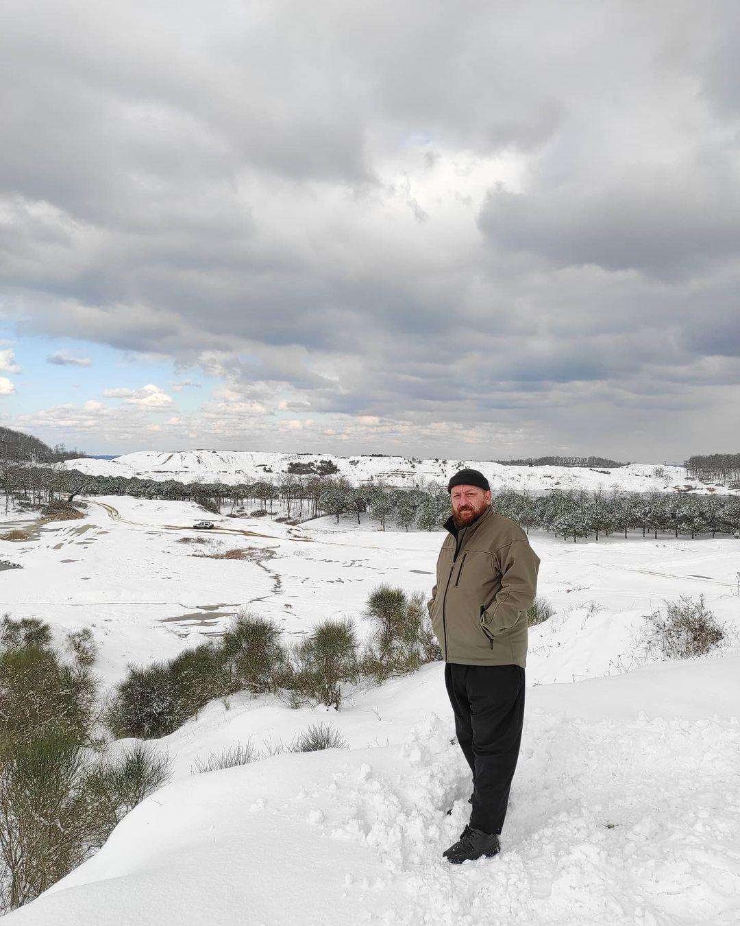 Donwload Photo Kar taneleri ne güzel anlatıyor,  Birbirlerine zarar vermeden de  yol almanın mü…- Hattat Mahmud