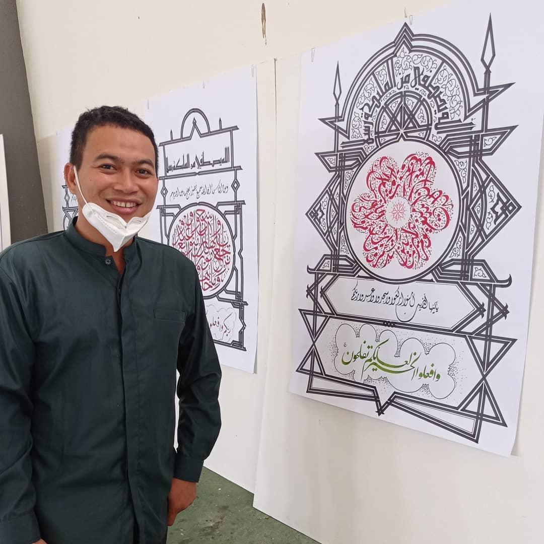 Donwload Photo Kaligrafi Alhamdulillah berfoto bersama karya sendiri di lomba kaligrafi tingkat provinsi …- Syamsul PKA Lemka