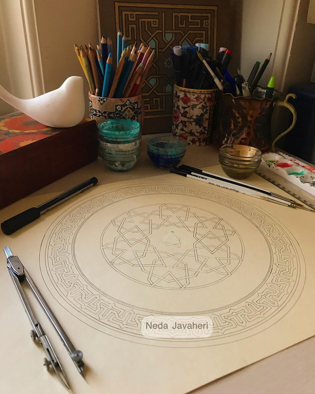 Karya Kaligrafi  گر من ز می مُغانه مستم، هستم، گر کافِر و گَبْر و بتپرستم، هستم، هر طایفهای به…- Ne Javaher