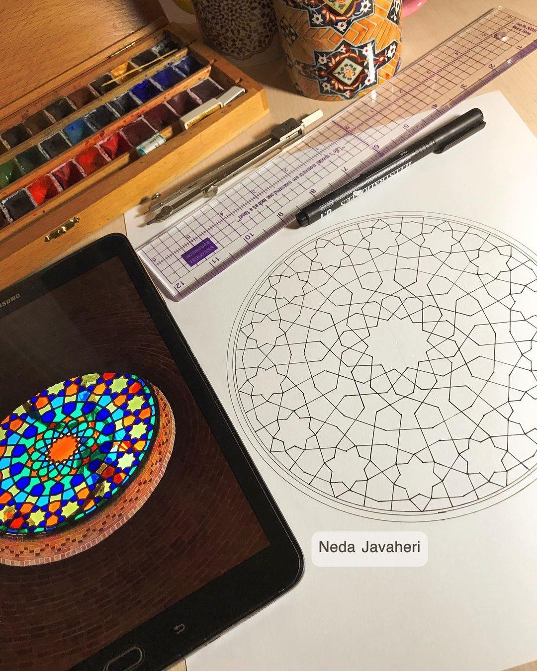 Karya Kaligrafi  این روزهای عید که فضای مجازی پر از عکسهای آدمها شده،یاد یک چیزی افتادم که همیشه…- Ne Javaher